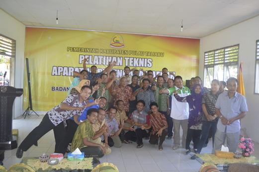 Trainer dan Fasilitator dalam Bimtek Aparatur Perencana Kabupaten Taliabu 24-26 Maret 2015